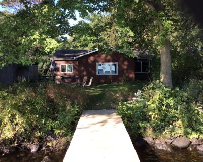 Two bedroom lakeside cabin just 30' from Lake Wissota! - Lake Wissota