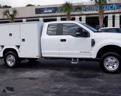 2017 Ford Super Duty F-350 Chassis Cab Lariat