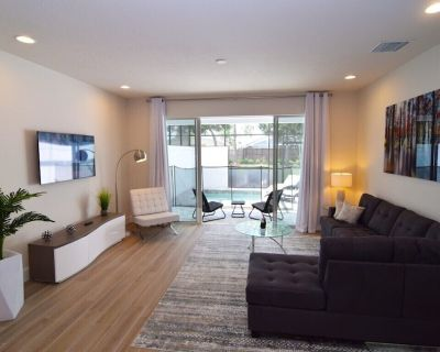 Stunning new 3 bed/3 bath townhome, 2 lounges, dip pool! Disney 9 miles! - Four Corners