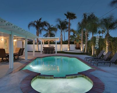 Views, tranquility, private pool and spa, outdoor kitchen! - Palm Springs