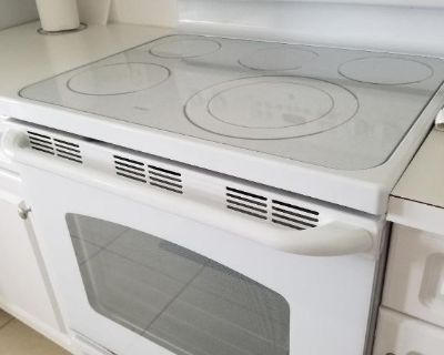 GE Free standing Stove/Oven with glass top
