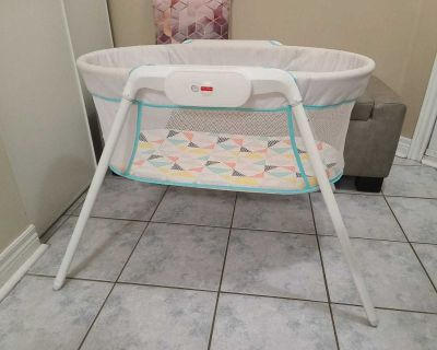 Baby Crib Bassinet. Fisher-Price Stow 'n Go Bassinet