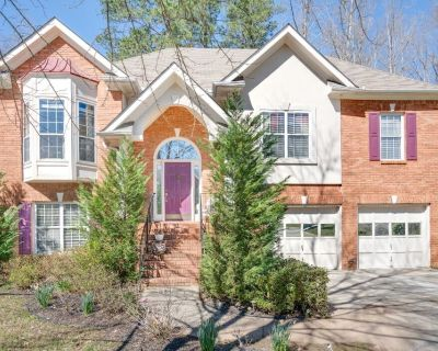 Private Entrance Apt- UPSCALE COMM. Located on the Lower of the home. - DeKalb County
