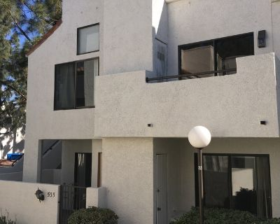 3BD/3BA Townhome! Central Air, Pool, Garage Parking, Gated Community!