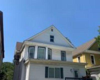 615 S Walnut St #C, Springfield, IL 62704 3 Bedroom Apartment