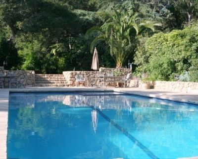 Montecito Hedgerow Compound With Beautiful Swimmers' Pool - Hedgerow