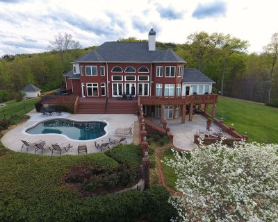 Luxurious Mountain Top Home with Pool Overlooking Breathtaking Panoramic Views! - Dahlonega