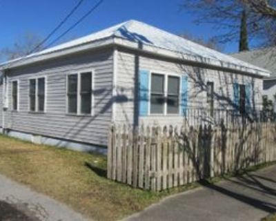 1302 Evans St, Morehead City, NC 28557 3 Bedroom House