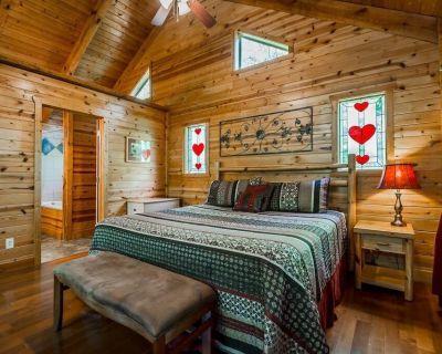 Romantic Getaway Cozy Cabin | 1BR 1BA | Hot Tub | Jacuzzi | Pet Friendly - Cleveland