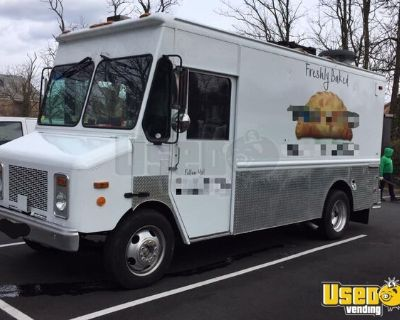 Low Mileage 2000 Workhorse P-32 Food Truck / Highly Reliable Mobile Kitchen