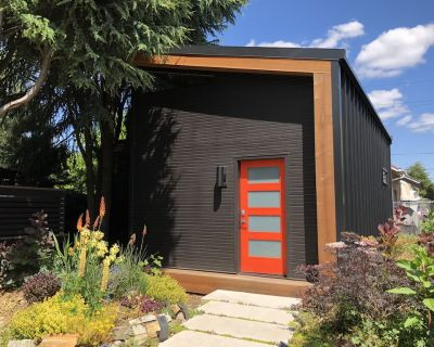 Location, style and space! - Midcentury Modern Nest - Steps from Restaurant Row - Boise