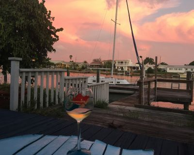 Watch sunsets from waterfront deck of 3,000 sq-ft. home in Tampa Bay beach town! - Treasure Island