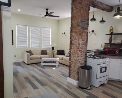 Charming, Cheerful, Well Appointed Vacation Retreat - Center Township
