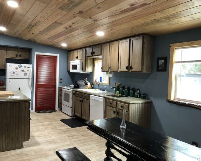 Peaceful forest cottage meticulously updated for your comfort. - Ocklawaha