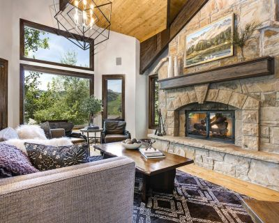 WALK TO SKI. Ideal Family Getaway! Remodeled - Pool Table + Private Hot tub - Park City