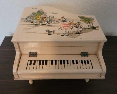 Vintage grand piano jewlrey box