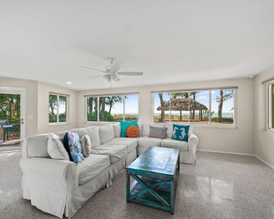 Adorable Vintage Gulf Front Cottage , just Steps to Beach! 2 bd + 2 ba - Holmes Beach