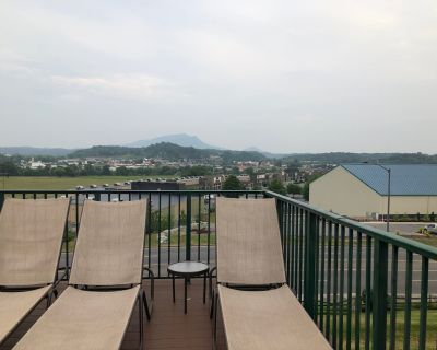 5 units of 3 Bedroom Condo style resort accommodations in the Smokies - Sevierville