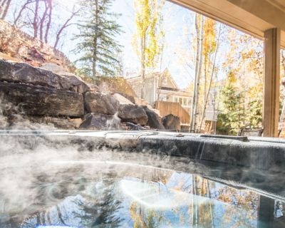 Beautiful Home Steps From Main Street! Walk to the Town Lift - Private Yard, Hot Tub, and Bunk Room! - Downtown Park City