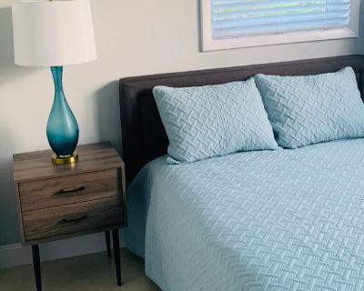 Private room with shared bathroom - Miami , FL 33174