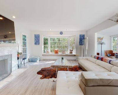 Spacious Brentwood Park Home with Pool - Pacific Palisades