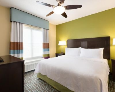 Comfy Unit for Business Travel, Kitchen, Shuttle - Lee County