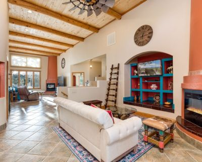 Axel's Place-Luxury dog-friendly mountain retreat with hot tub and pool table - Ruidoso