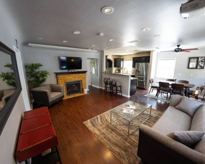 CLEAN/DISINFECTED Remodeled Large spacious home with PROJECTOR SCREEN (p15) - NoHo Arts District