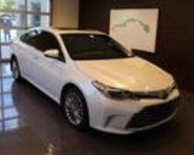 2018 Toyota Avalon White, 35K miles