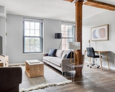 Charming Dorchester/Milton 1BR next to Milton T stop, by Blueground - Lower East Mills - Cedar Grove