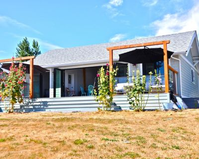 Private Beach, Fully Renoed Cottage, 50 Feet Of Waterfront on South Beach! - Point Roberts