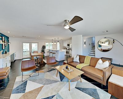Chic Remodeled Haven with Heated Pool, Game Room & Sunroom | Near Old Town - Park Scottsdale Four