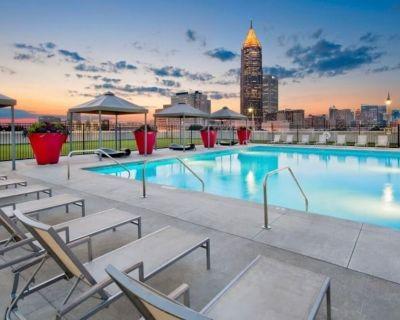 Spacious 2 Bedroom Condo Downtown w/ Rooftop Pool - SoNo