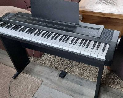 Roland Keyboard with stand