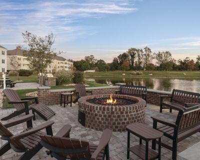 Governors Green Resort- 2 BR w/ Full Kitchen, Indoor & Outdoor Pools, Sleeps 8! - York