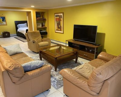 Spacious, comfortable, quiet and private 1 Bedroom apartment in private home - Town of North Hempstead