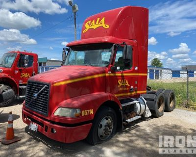 2005 (unverified) Volvo VNM 6x4 T/A Day Cab Truck Tractor