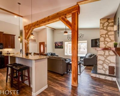 Mtn Dream! Fireplace, Patio & Hot Tub | 4BR - West Colorado Springs