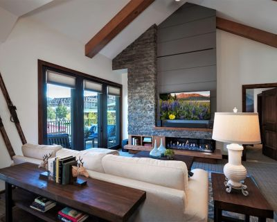 Luxury Two Bedroom Residence Steps From Heavenly Village - South Lake Tahoe
