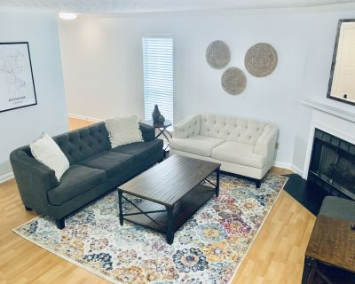 Cozy Downtown Kennesaw Townhome - Kennesaw