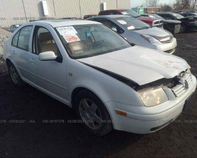 Salvage White 2000 Volkswagen Jetta