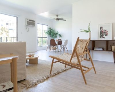 Large One Bed + One Bath + Den Apartment! Minutes from Downtown Culver City!
