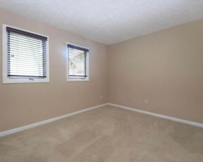 Private room with own bathroom - Louisville , KY 40206