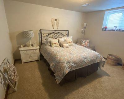 EAA - Nice Private Bedroom, Entertainment Room and Bath - Neenah