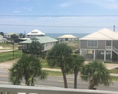 LOW RATES!! PRVT HEATED POOL, CLOSE TO BEACH! BIKE PATH! BOAT PARKING! - East End