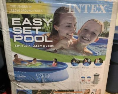 12ft x 30 inch easy set pool by INTEX
