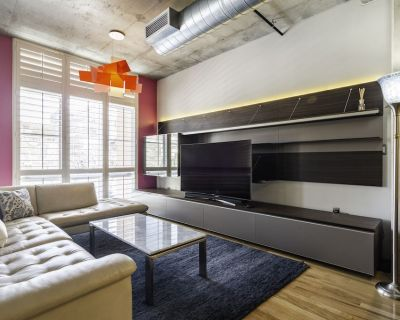 LUXE 2BD+2BA Loft   LoDo   GYM   Parking   Rooftop BBQ Lounge   Walkable to All - LoDo