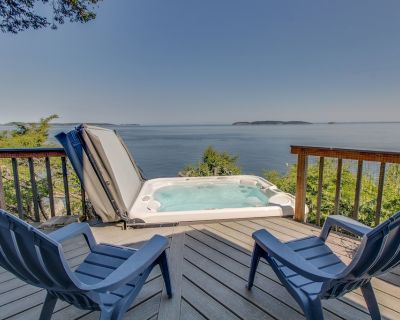Dog-friendly, waterfront home w/ private hot tub & island views! - Eastsound
