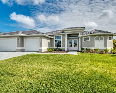 Villa Sunshine, beautiful rental vacation home on a wide fresh water canal - Cape Coral