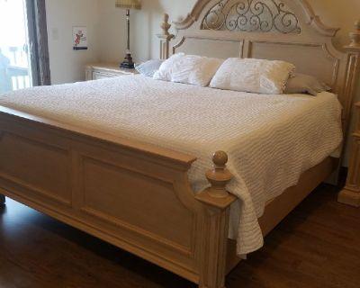 Beautiful Thomasville Master Bedroom set